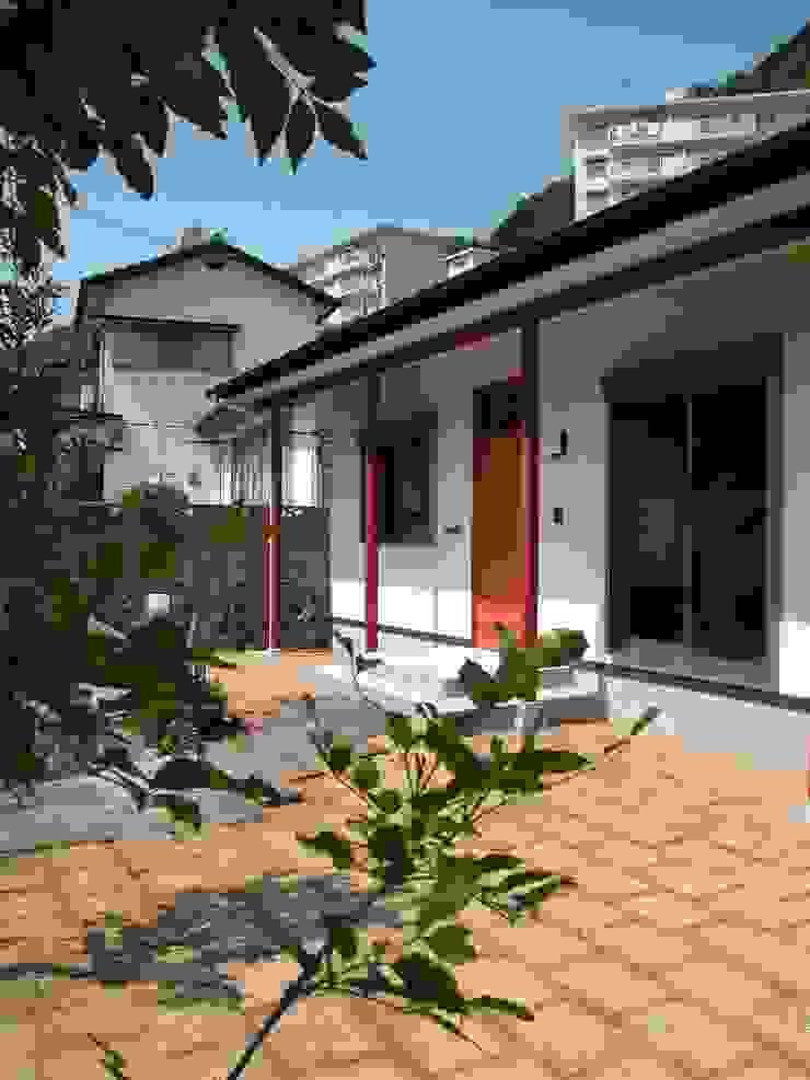 Minimalist house by 鶴巻デザイン室 Minimalist