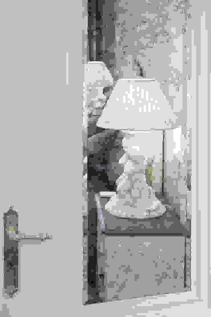 прикроватные светильники Guadarte:  в современный. Автор – Архитектурно-дизайнерское бюро Натальи Медведевой 'APRIORI design', Модерн