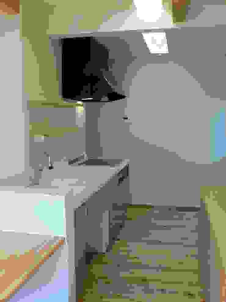 PETANKOの家 ミニマルデザインの キッチン の 鶴巻デザイン室 ミニマル