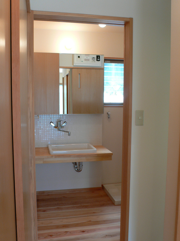 Minimalist style bathroom by 鶴巻デザイン室 Minimalist