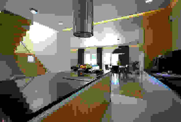 Projekt wnętrza domu w Łodzi 160mkw. Nowoczesna kuchnia od Piotr Stolarek Projektowanie Wnętrz Nowoczesny