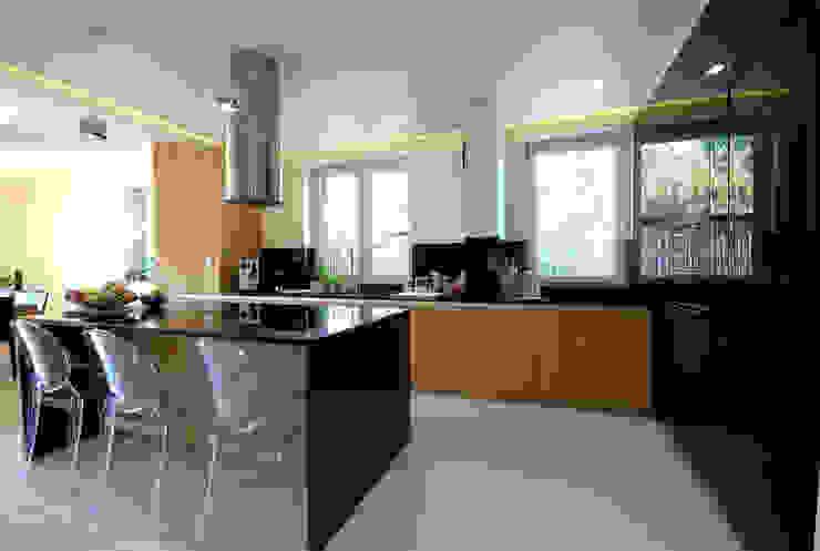 Projekt wnętrza domu w Łodzi 160mkw.: styl , w kategorii Kuchnia zaprojektowany przez Piotr Stolarek Projektowanie Wnętrz,Nowoczesny