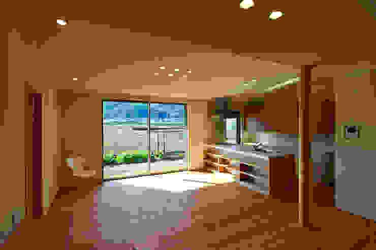 古枝の家 モダンデザインの ダイニング の 鶴巻デザイン室 モダン