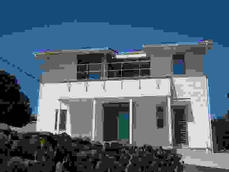 海の見える家: 鶴巻デザイン室が手掛けた家です。,モダン