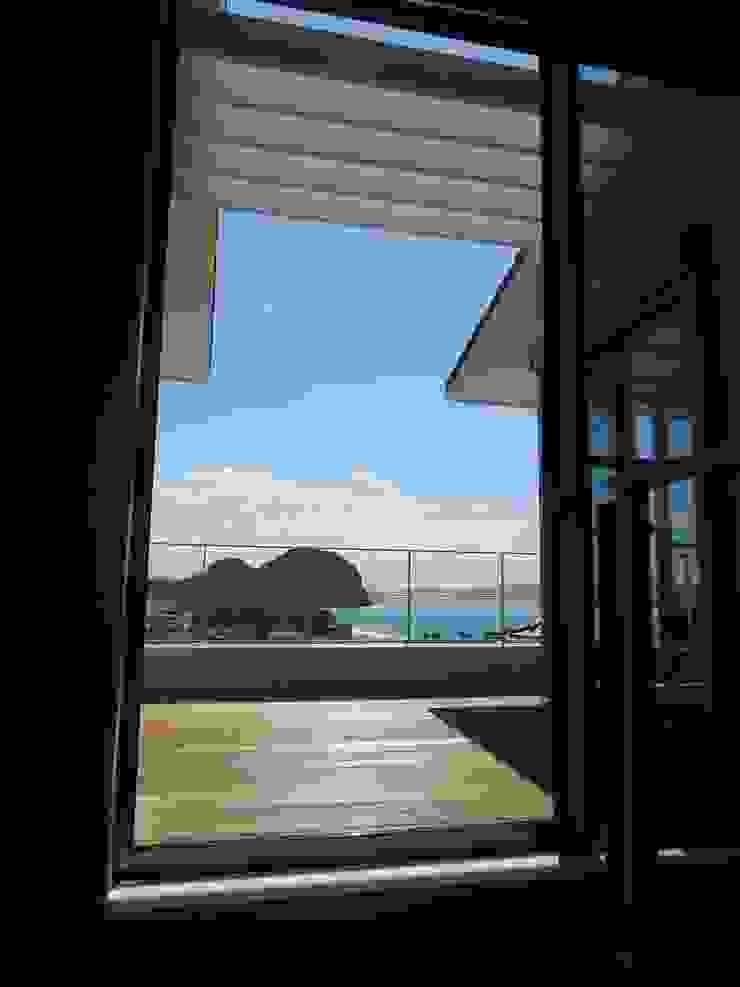 鶴巻デザイン室 Modern balcony, veranda & terrace