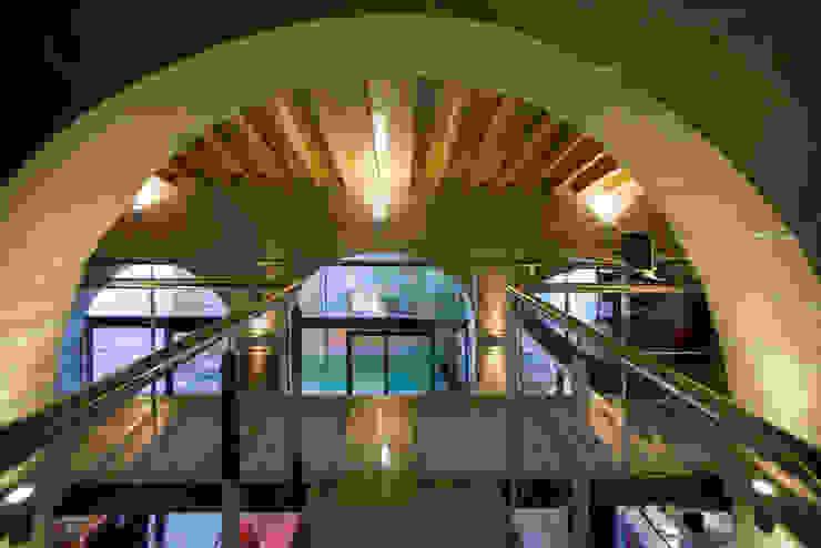 Pasarela pxq arquitectos Pasillos, vestíbulos y escaleras de estilo ecléctico
