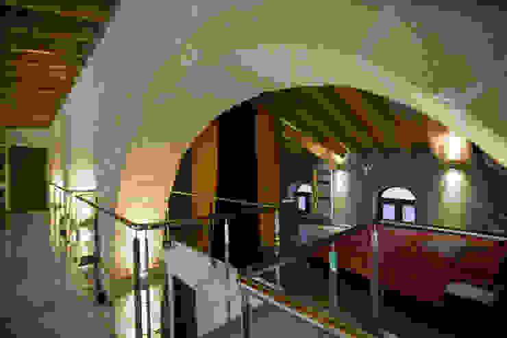 Pasarela - dormitorio pxq arquitectos Pasillos, vestíbulos y escaleras de estilo ecléctico