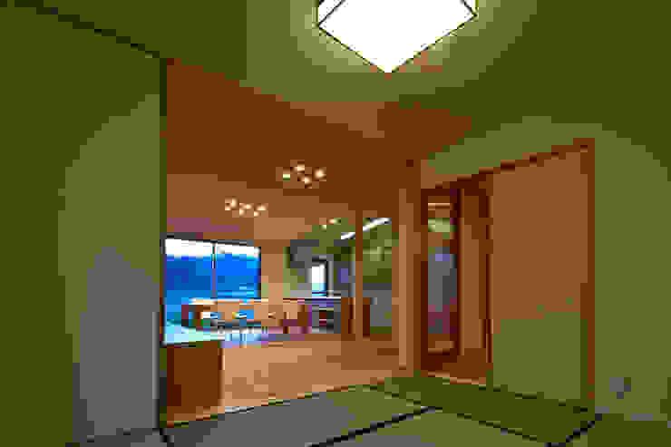 古枝の家 ミニマルデザインの 多目的室 の 鶴巻デザイン室 ミニマル