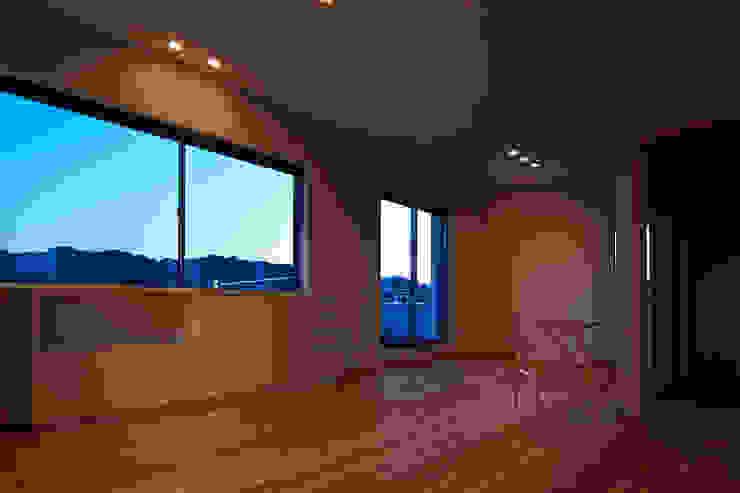 古枝の家 モダンデザインの リビング の 鶴巻デザイン室 モダン