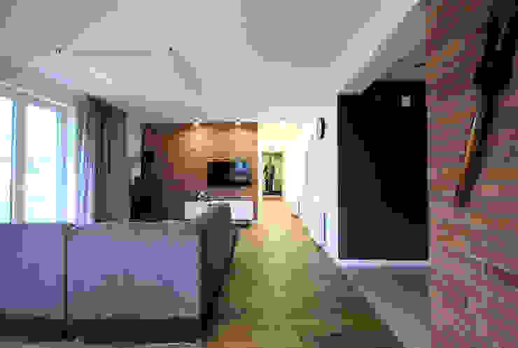 projekt wnętrza domu w Wiśniowej Górze -156mkw Skandynawski salon od Piotr Stolarek Projektowanie Wnętrz Skandynawski