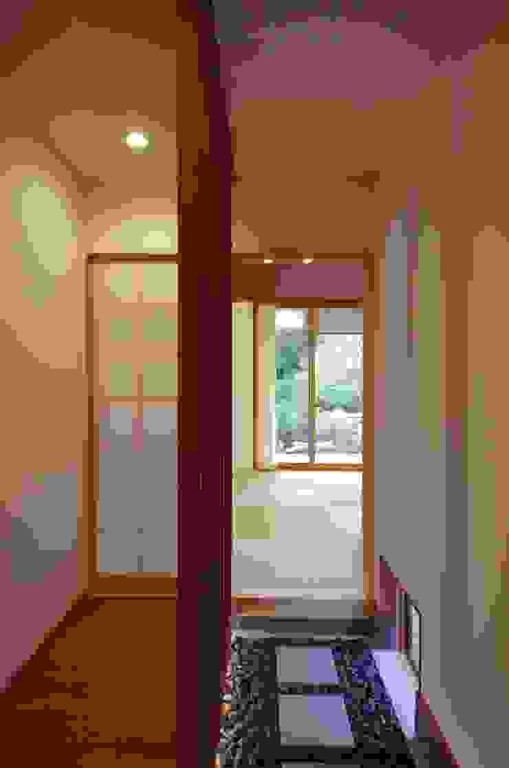 大屋根の家 オリジナルスタイルの 玄関&廊下&階段 の 徳永建築事務所 オリジナル