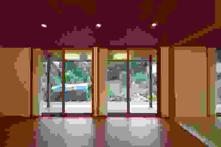 大屋根の家 オリジナルデザインの テラス の 徳永建築事務所 オリジナル