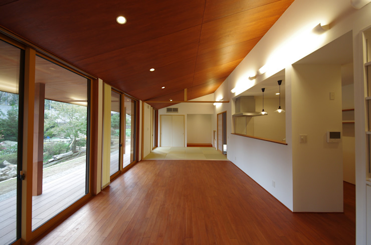 大屋根の家 オリジナルデザインの ダイニング の 徳永建築事務所 オリジナル