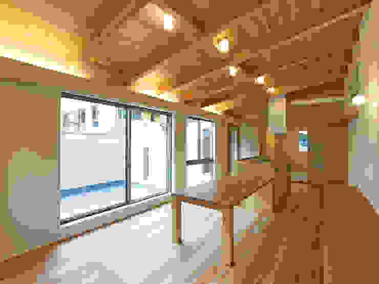上町の家 鶴巻デザイン室 モダンデザインの ダイニング