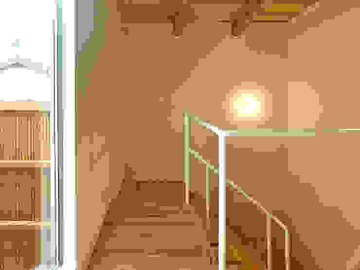 上町の家 鶴巻デザイン室 モダンスタイルの 玄関&廊下&階段