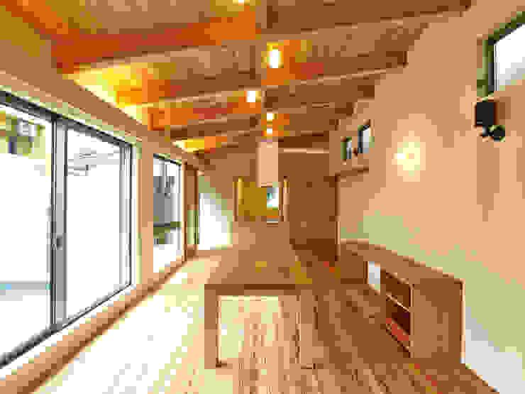 Salle à manger moderne par 鶴巻デザイン室 Moderne