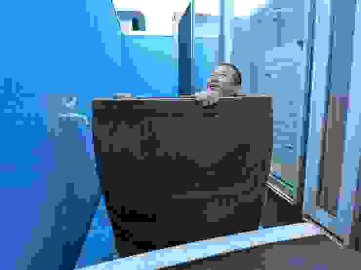 モルトウイスキー樽500Lで、露天風呂を創ってみました♪ 地中海スタイルの お風呂・バスルーム の (有)エクサ 庭工房絵草 DOGRUN海岸通り 地中海