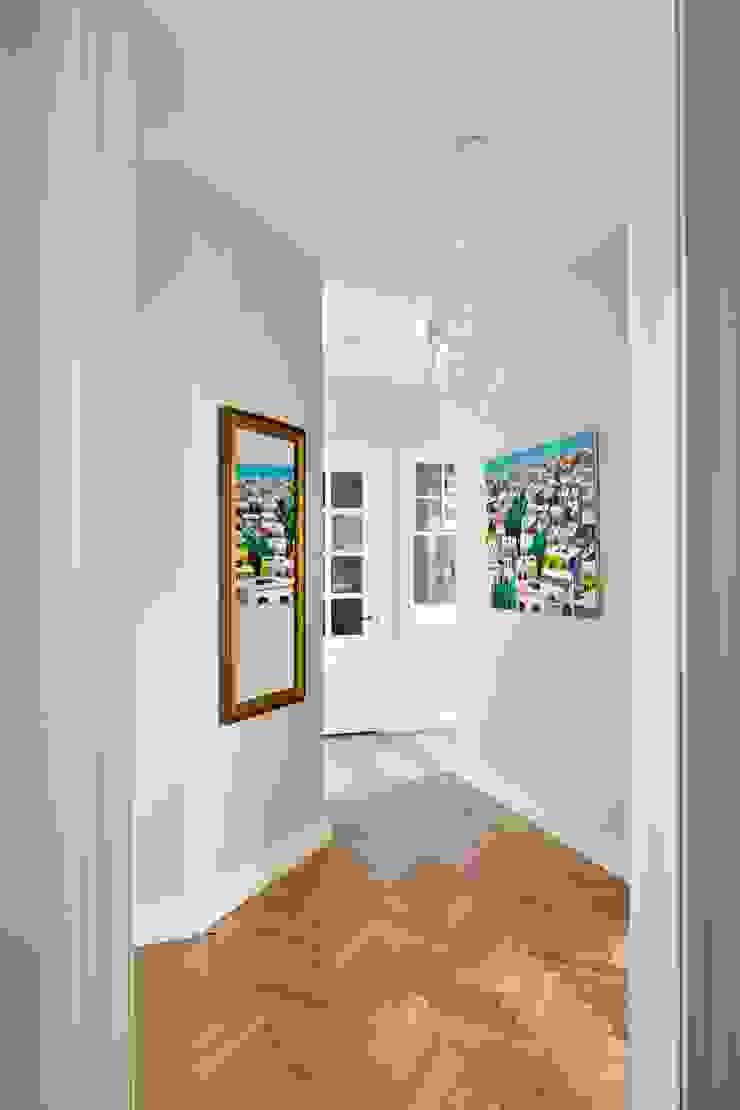Квартира на Остоженке Коридор, прихожая и лестница в классическом стиле от D'Seesion Классический