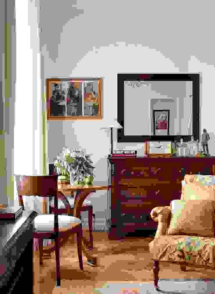 Квартира на Остоженке Гостиная в классическом стиле от D'Seesion Классический