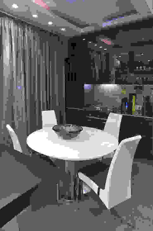 зона кухни-столовой от Архитектурно-дизайнерское бюро Натальи Медведевой 'APRIORI design' Минимализм