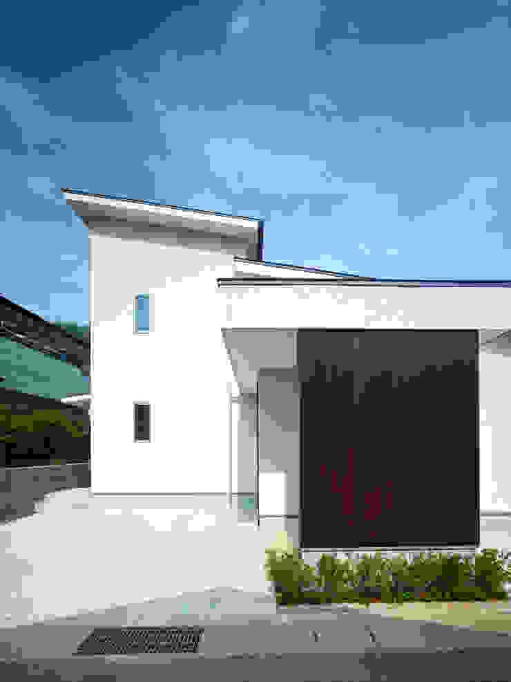 中庭の家 モダンな 家 の 鶴巻デザイン室 モダン
