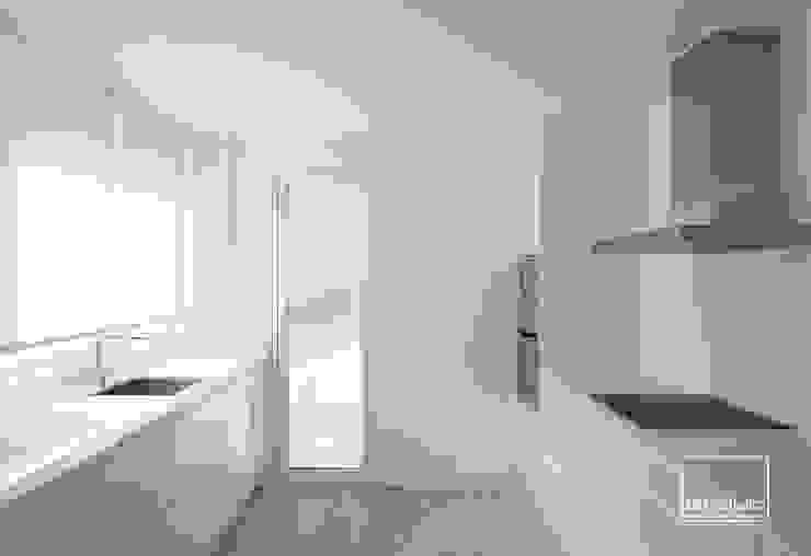 Casa G&J slvr estudio Cocinas de estilo minimalista