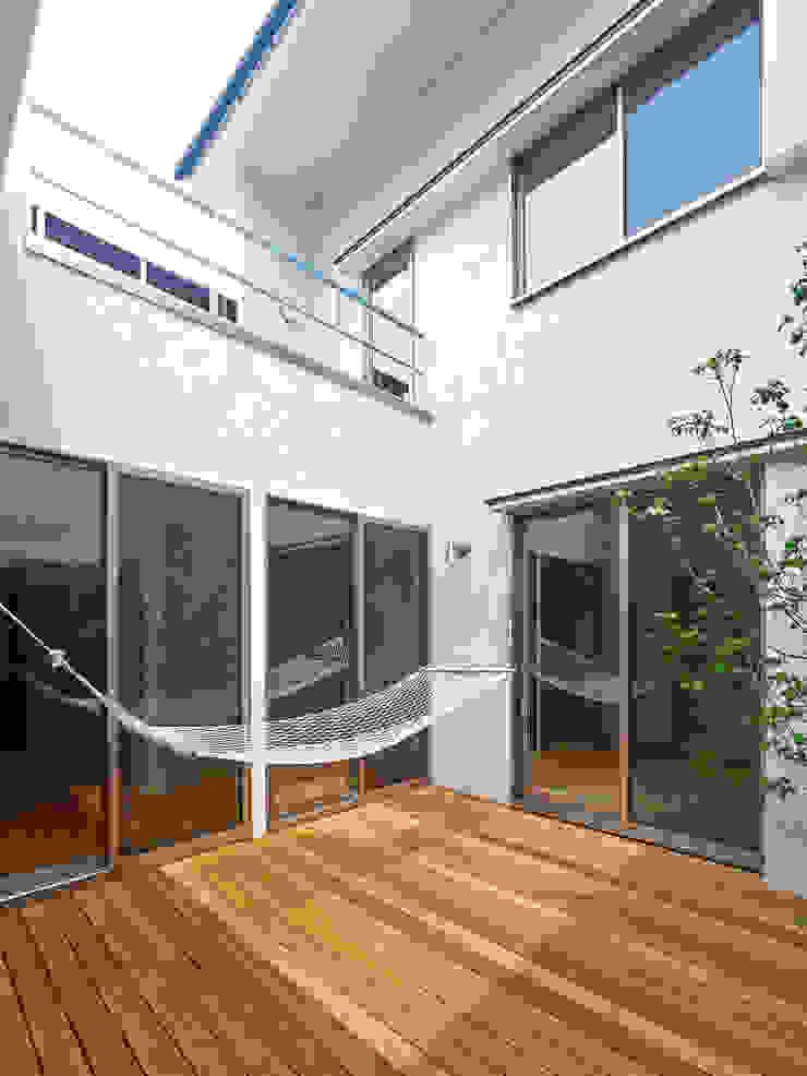 中庭の家 モダンな庭 の 鶴巻デザイン室 モダン