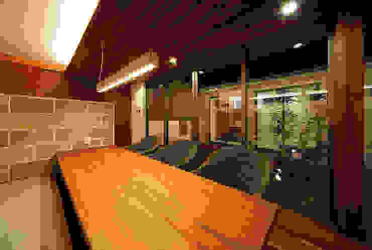 Asiatische Esszimmer von 一級建築士事務所haus Asiatisch