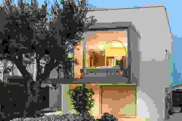 Casa TH Balcone, Veranda & Terrazza in stile moderno di Studio Architettura Scattola Associati Moderno