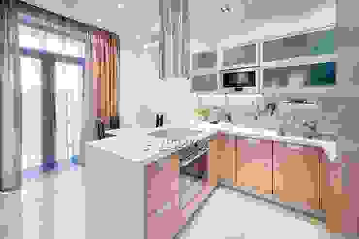 кухня от Архитектурно-дизайнерское бюро Натальи Медведевой 'APRIORI design' Минимализм