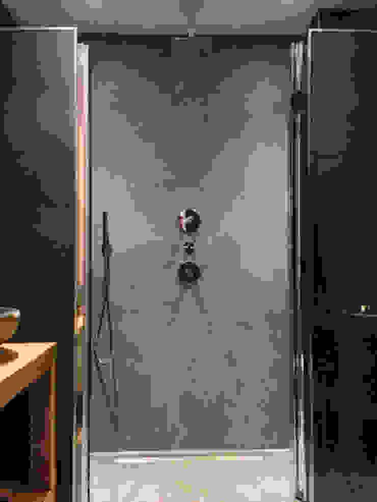 Badkamer betonstuc Industriële badkamers van Molitli Interieurmakers Industrieel