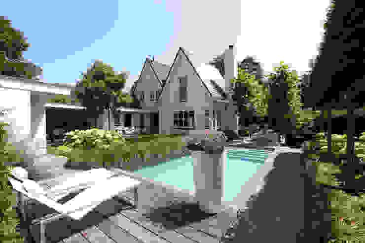 Vakantie in eigen tuin Moderne tuinen van Stoop Tuinen Modern