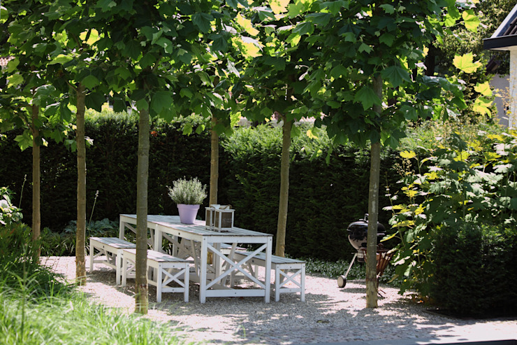 Schaduwterras om te eten Moderne tuinen van Stoop Tuinen Modern