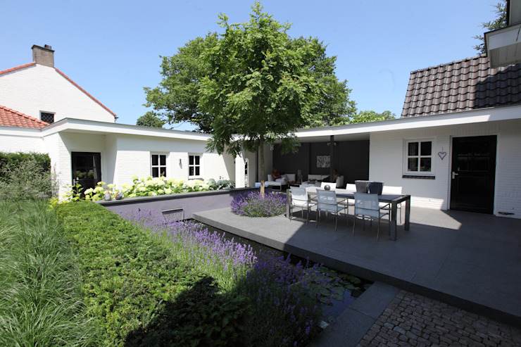 Koivijver aan het terras Moderne tuinen van Stoop Tuinen Modern