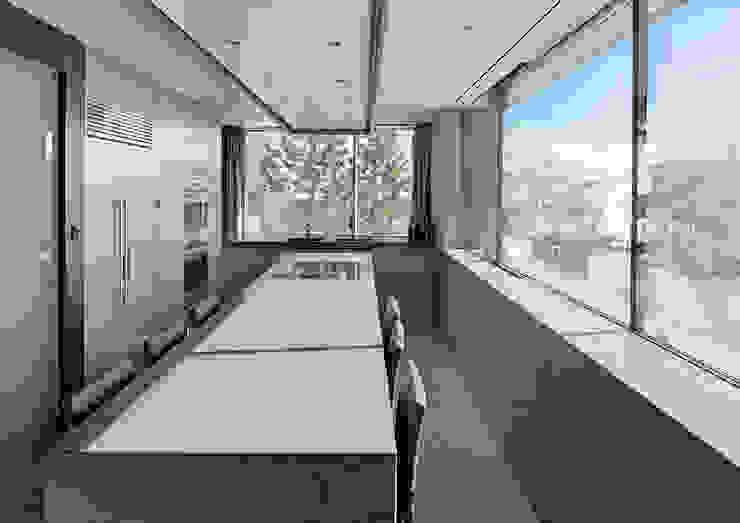 Villa im Engadin Moderne Küchen von steigerconcept ag Modern