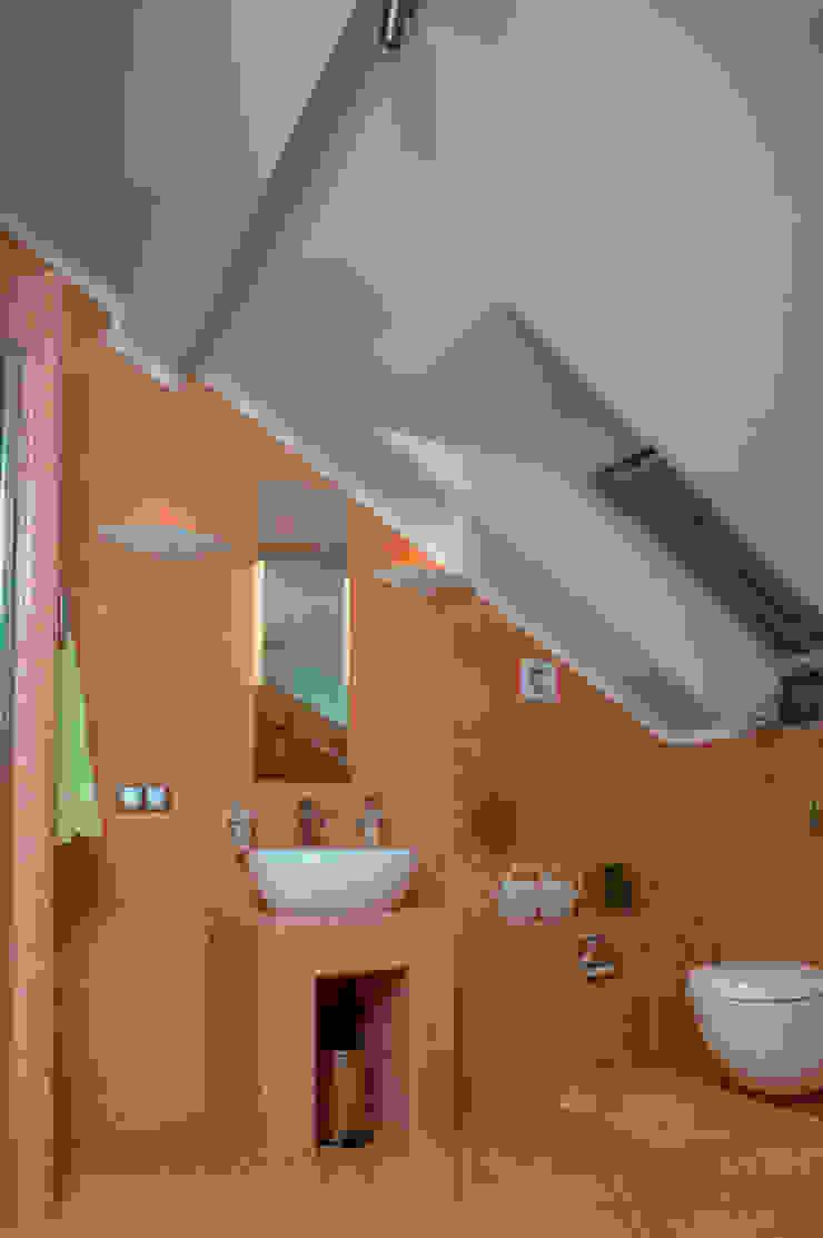 """<q class=""""-first"""">Скандинавия</q> Ванная комната в эклектичном стиле от дизайн-группа 'Лестница' Эклектичный"""
