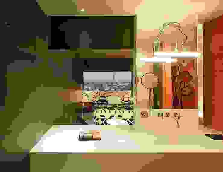 HOTEL PUERTA AMERICA, Madrid, Habitación Estudio Mariscal-Fernando Salas Baños de estilo mediterráneo de RAFAEL VARGAS FOTOGRAFIA SL Mediterráneo