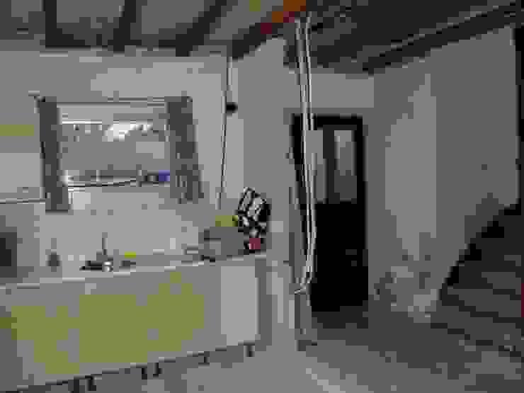 keuken - Hal tijdens verbouwing: modern  door A&R10, Modern