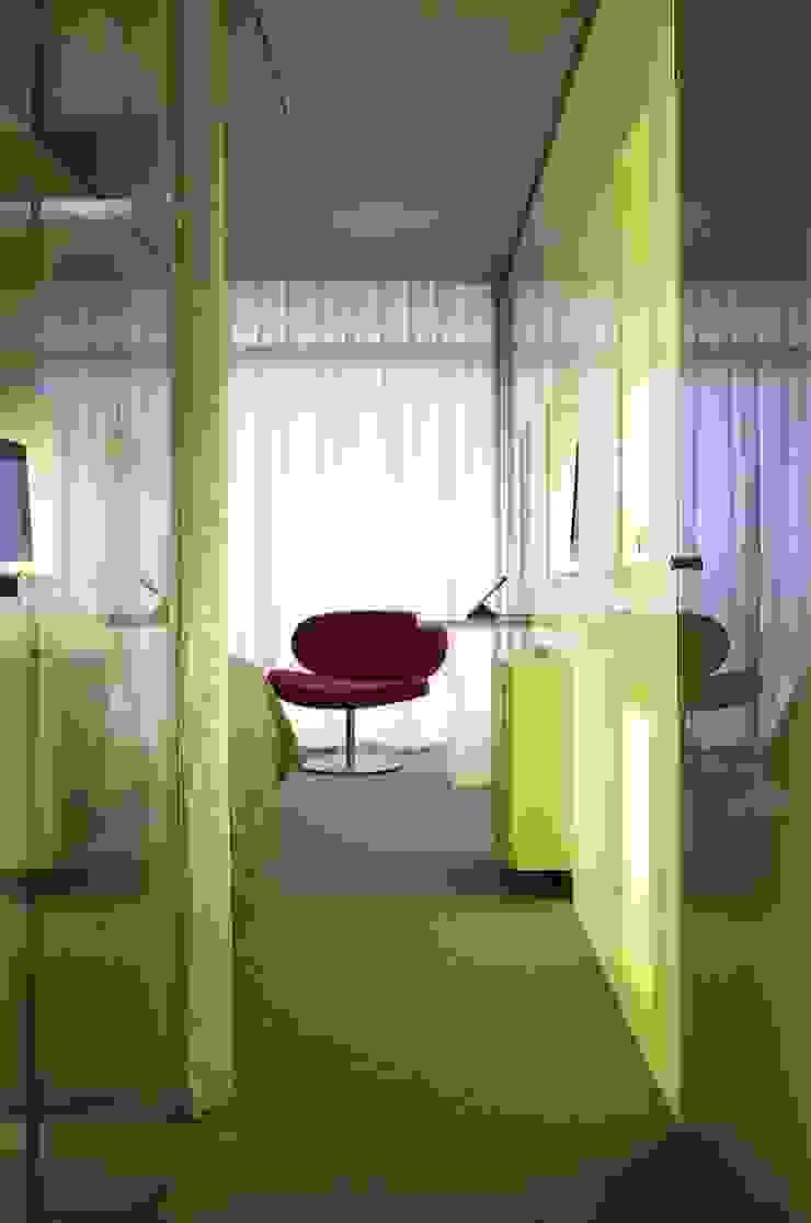 Oficinas y bibliotecas de estilo moderno de RAFAEL VARGAS FOTOGRAFIA SL Moderno