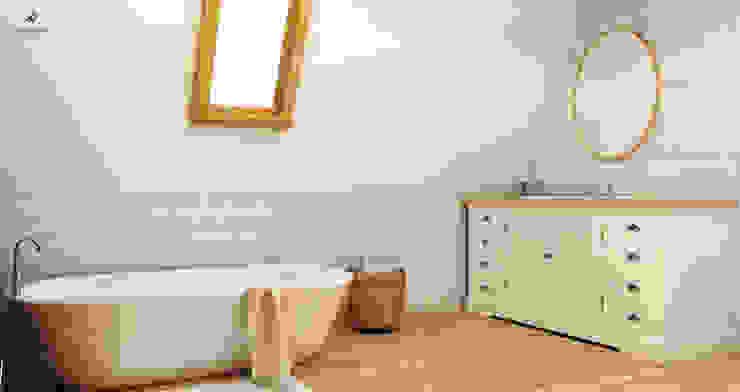 Rustykalna vintage łazienka : styl , w kategorii Łazienka zaprojektowany przez Artenova Design,Rustykalny