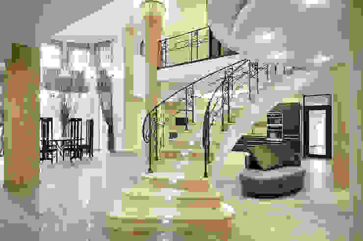 """""""Узигонты"""" Коридор, прихожая и лестница в эклектичном стиле от дизайн-группа 'Лестница' Эклектичный"""