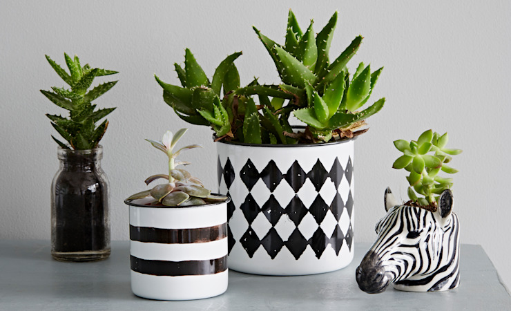Black and White Enamel Pot por rigby & mac Eclético