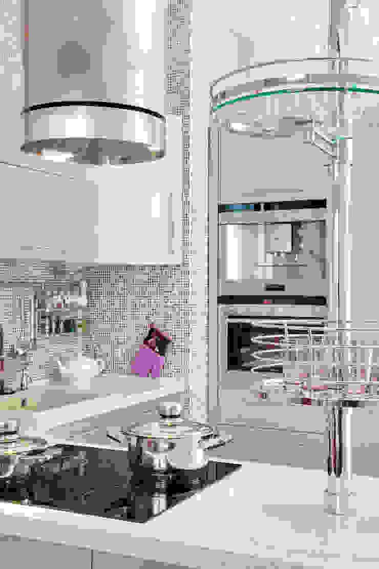 кухня:  в современный. Автор – Архитектурно-дизайнерское бюро Натальи Медведевой 'APRIORI design', Модерн