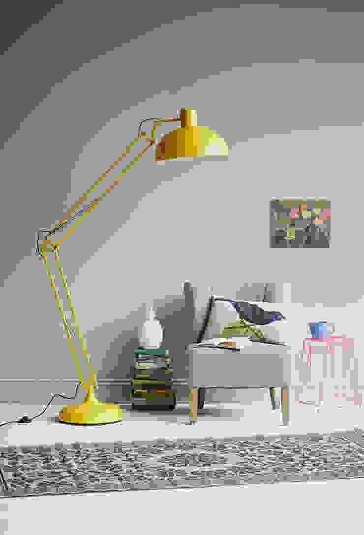 yellow floor lamp de rigby & mac Ecléctico