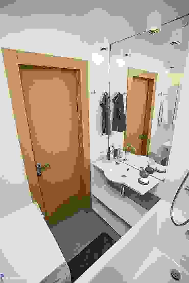 Zi-design Interiors Modern bathroom