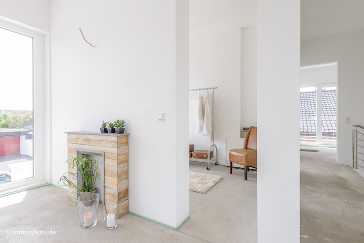 Modern Dressing Room by Immotionelles Modern