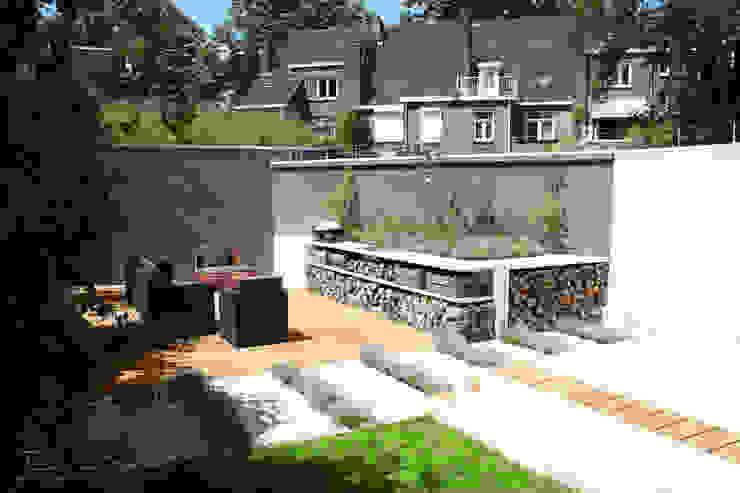 Buitenkeuken: modern  door Buro van Rooijen, Modern