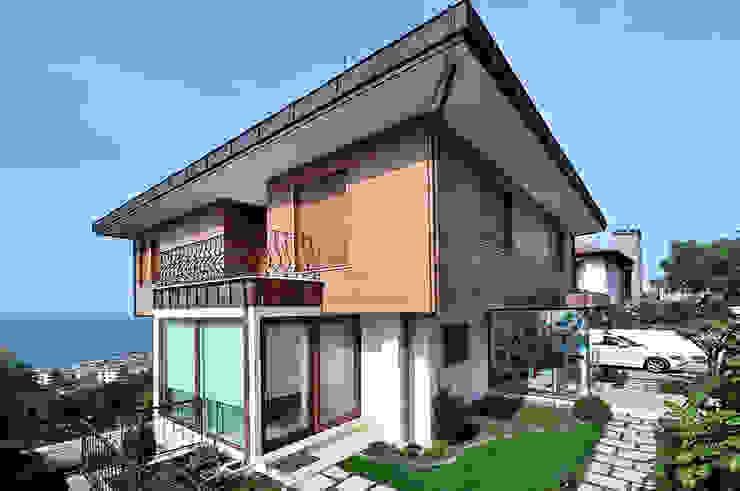 Casas estilo moderno: ideas, arquitectura e imágenes de Emrah Yasuk Moderno