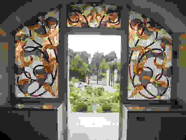 ВИТРАЖИ И РАБОТА СО СТЕКЛОМ Балкон и терраса в стиле модерн от Абрикос Модерн