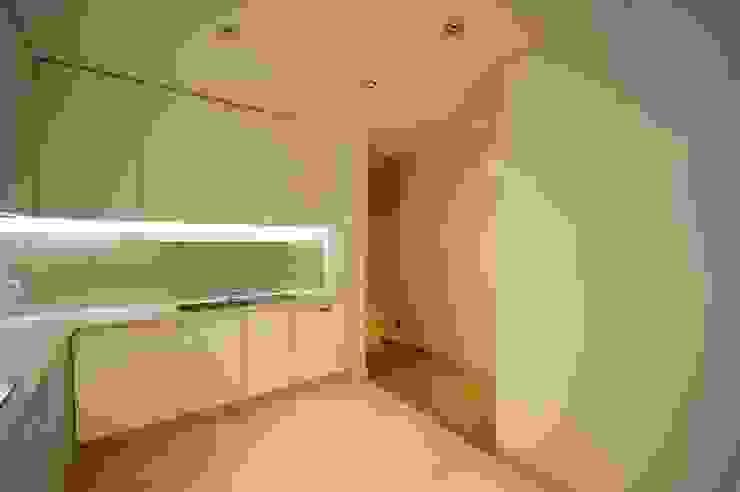 Apartamento em Algés Cozinhas modernas por Borges de Macedo, Arquitectura. Moderno